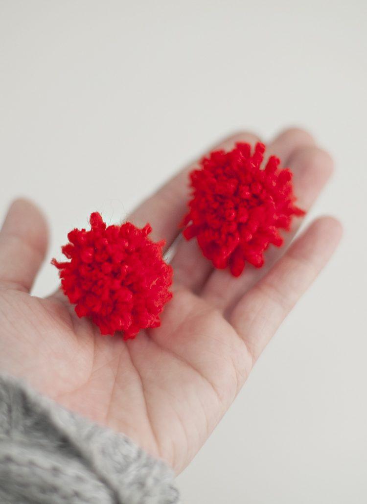 Make // Easy DIY Mini Pom Poms