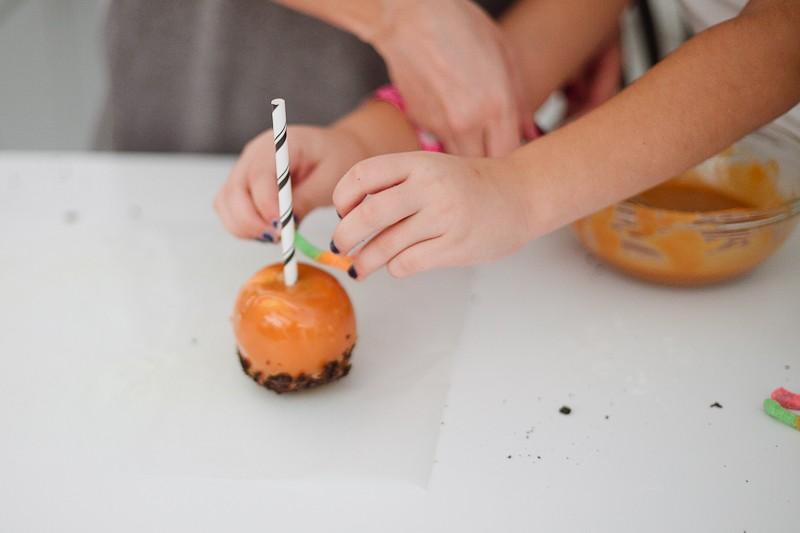 Dirty Caramel Apples | Fresh Mommy Blog-7
