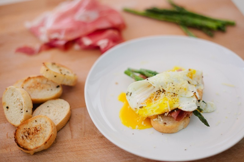 Grilled Asparagus with Proscuitto and Egg-10