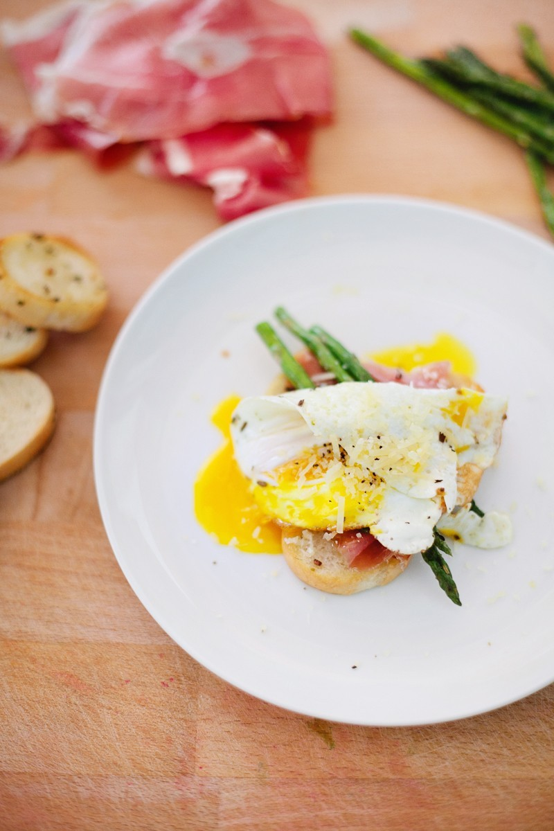 Grilled Asparagus with Proscuitto and Egg-15