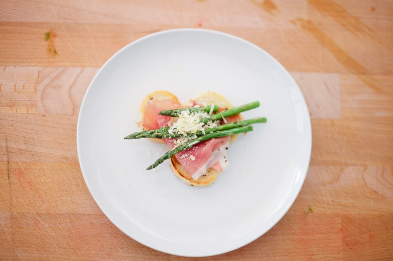 Grilled Asparagus with Proscuitto and Egg-7