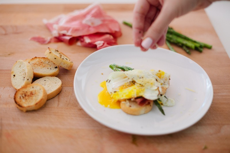 Grilled Asparagus with Proscuitto and Egg-9