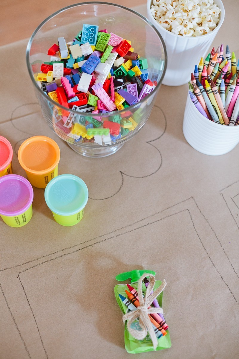 http://freshmommyblog.com/wp-content/uploads/2015/12/Tips-for-a-Ridiculously-Easy-Table-to-Keep-Kids-Entertained-for-any-Party-5.jpg