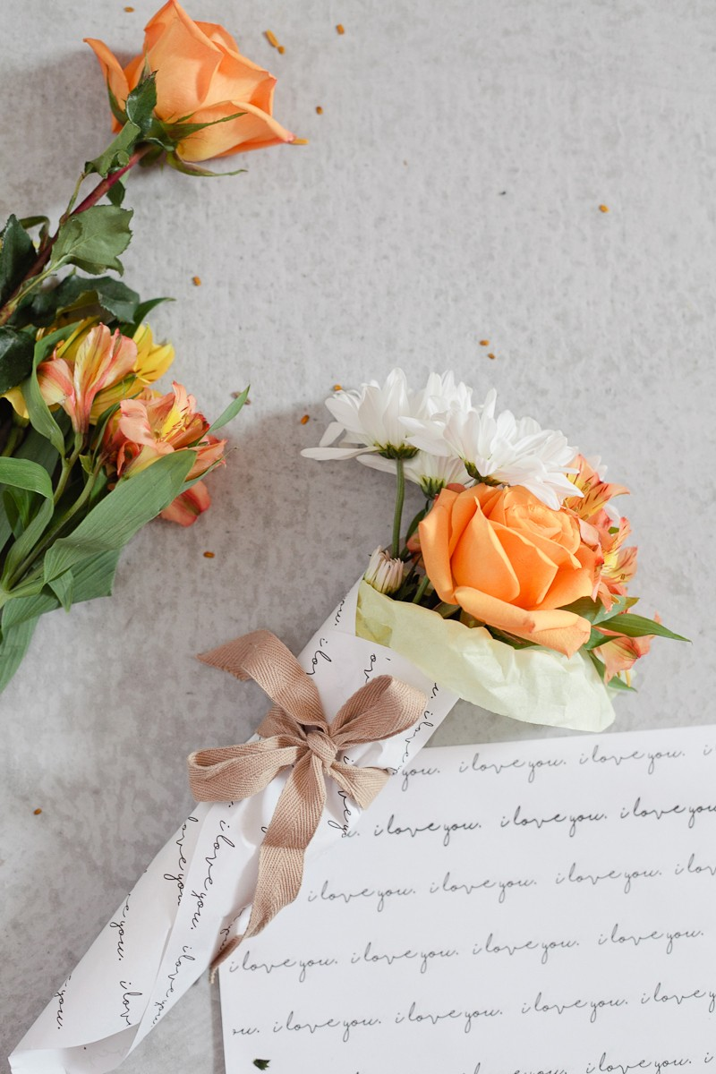 Diy mini floral bouquet fresh mommy blog mini flower arrangements easy diy bundles from grocery store florals and a free printable izmirmasajfo