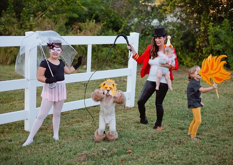 10 Cute Halloween Family Costumes
