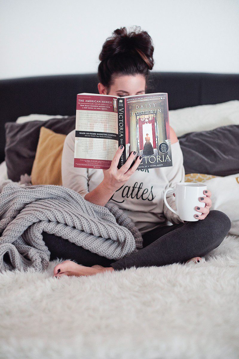 4 Ways to Cozy Up to a Book When You Don't Have Time | #FreshMommyReads book review of Victoria