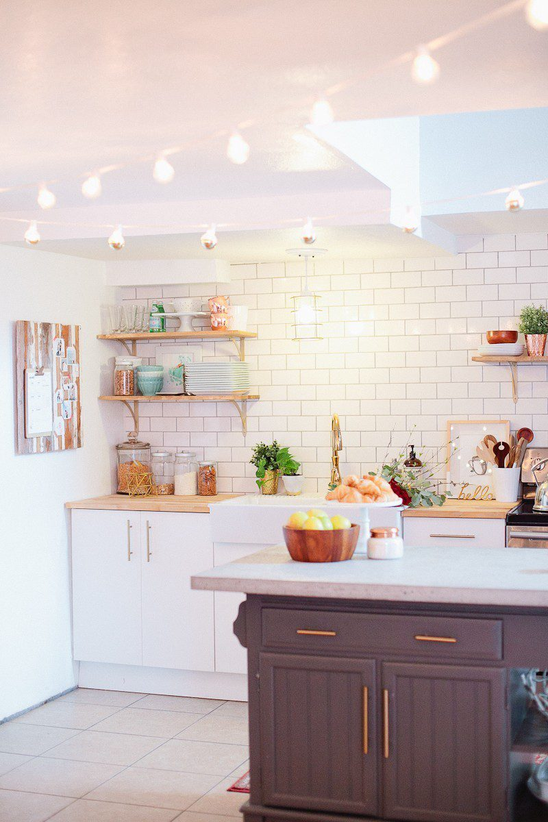 A White and Wood Kitchen Install and Makeover with Farmhouse Sink. How to DIY and Style a bright and cozy kitchen space with these DIY kitchen makeover projects, plenty of natural elements and design tips!