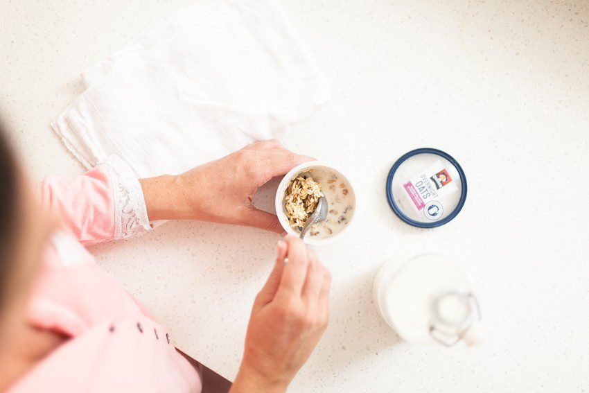 Have the best day ever and TAKE BACK YOUR MORNINGS! Want to create a healthy daily habit or replicate the habits of successful people? Here are FIVE ways to calm the morning madness, even in the summer months, and in turn avoid stress and increase peace in the home while having hassle-free mornings with Quaker Overnight Oats Cups! Simply steep, sleep and eat.