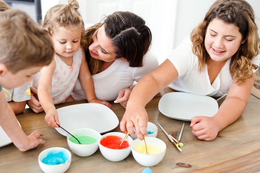 Make Learning Fun with this Edible Finger Paint! Just two simple ingredients from your kitchen will allow for so much creative learning and free play for your family. Kids love it! Perfect for homeschool, preschool, classroom activities and more. - Make Learning Fun with this Edible Finger Paint by popular Florida lifestyle blogger Fresh Mommy Blog