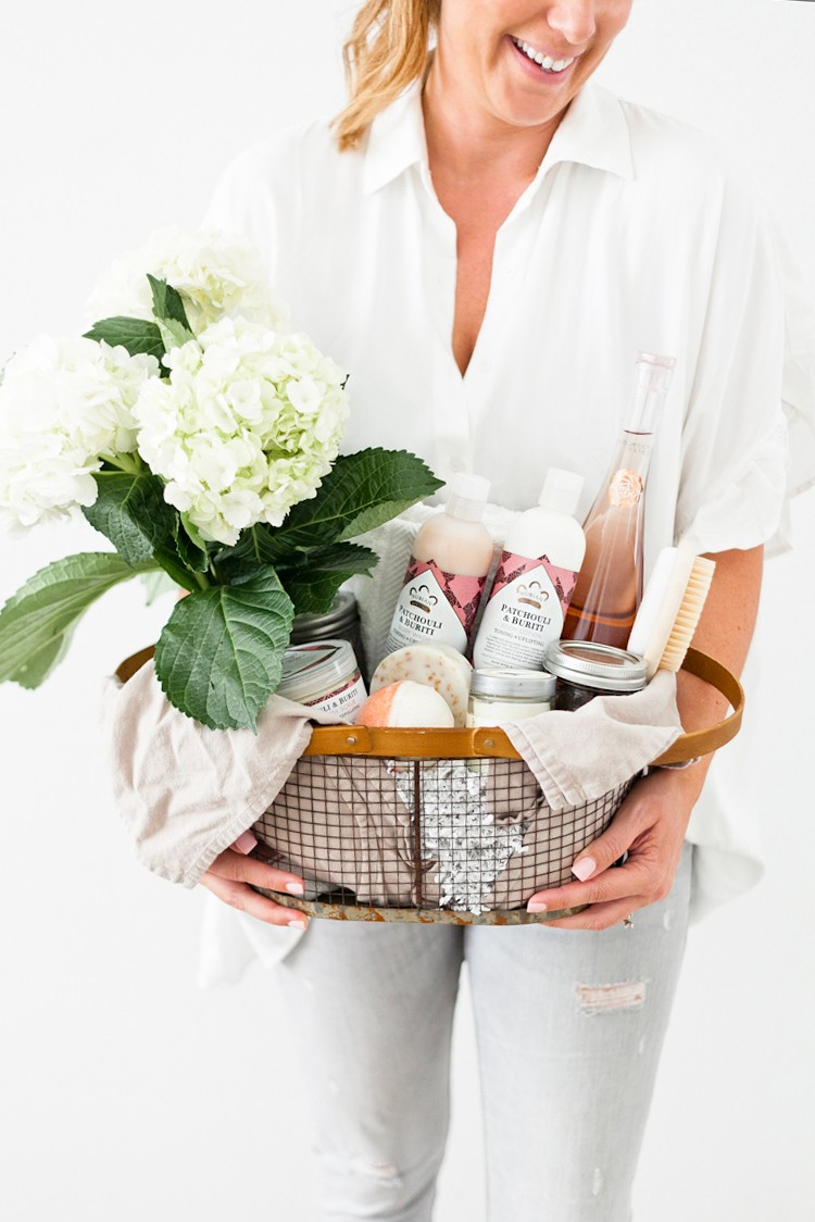 How to Create The Ultimate Pampering Mothers Day Gift Basket