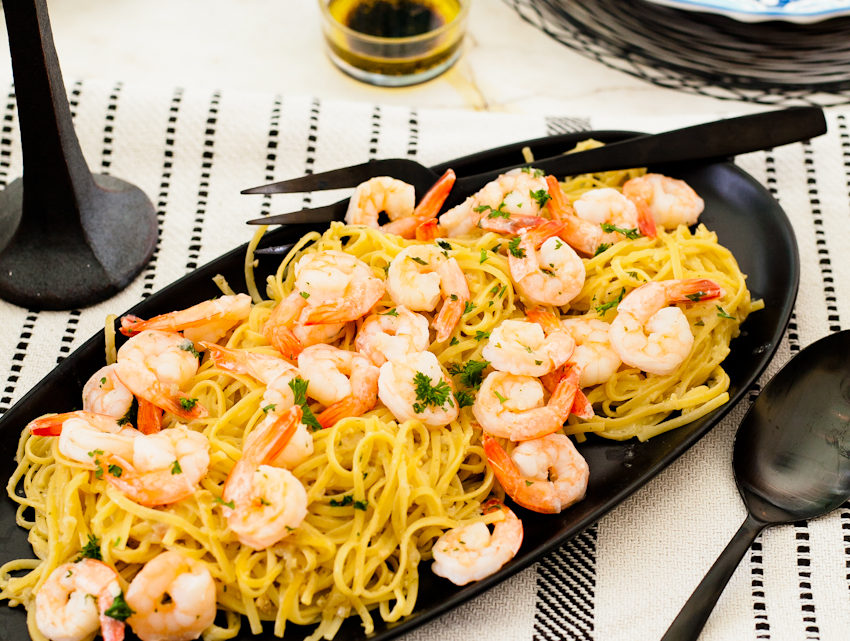Summer Recipe: Simple Sizzling Shrimp Scampi and easy summer tablescape for entertaining - Easy Shrimp Scampi Recipe featured by popular Florida lifestyle blogger Tabitha Blue of Fresh Mommy Blog