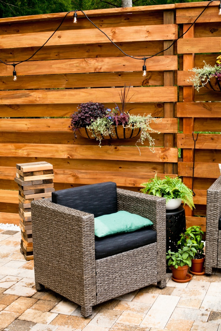 DIY Horizontal Slat Fence and Backyard Makeover. Create a stunning backdrop for your yard with these DIY privacy fence panels. - DIY Horizontal Slat Fence featured by popular Florida lifestyle blogger, Fresh mommy Blog