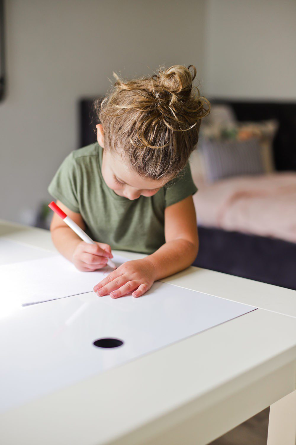 6 Best Tips to Transition Your Child from Crib to Toddler Bed: Aria's Big Girl Bed | 6 Best Tips to Transition Your Child from Crib to Toddler Bed: Aria's Big Girl Bed by popular Florida lifestyle blog, Fresh Mommy: image of a little girl coloring a her play art table.