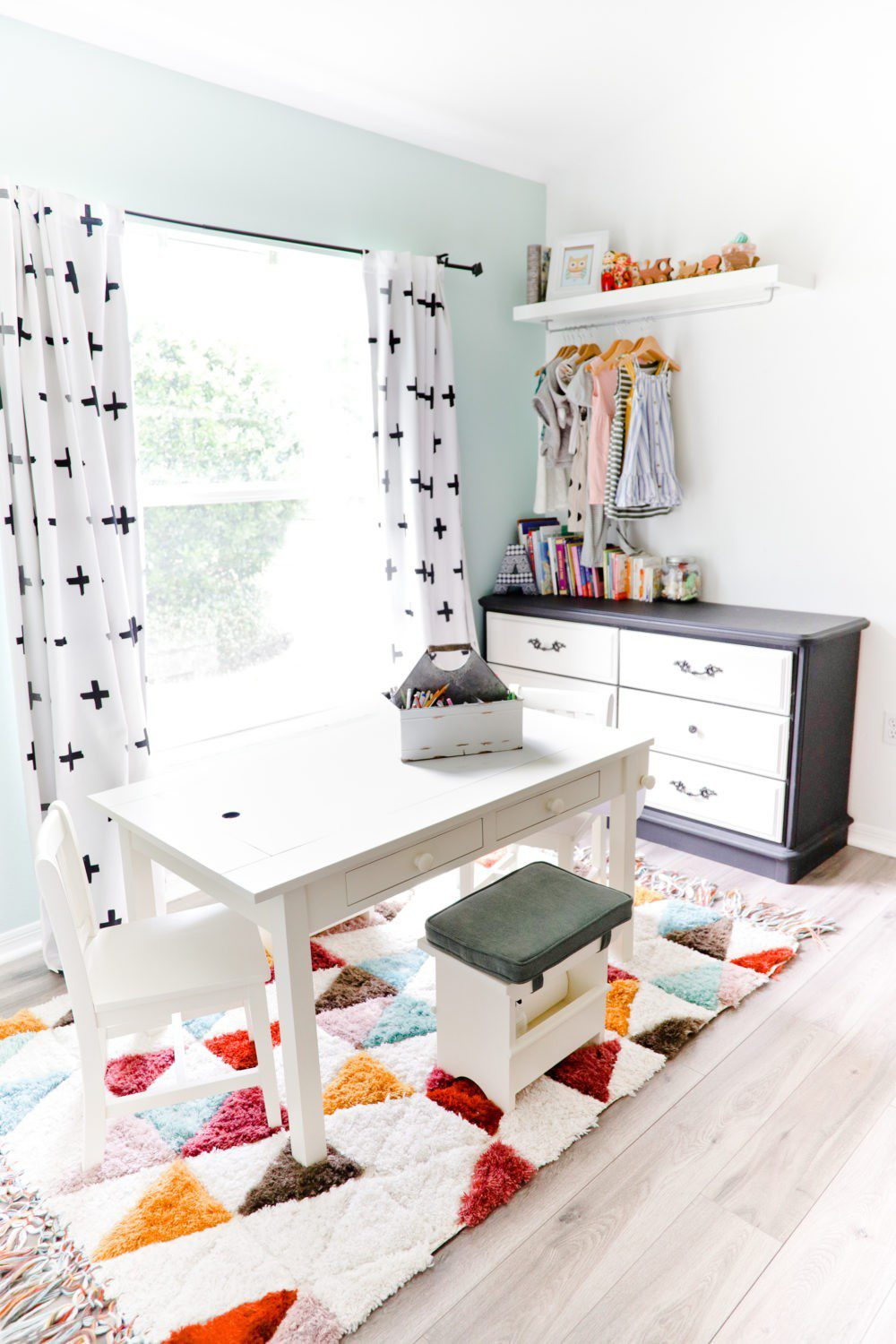 6 Best Tips to Transition Your Child from Crib to Toddler Bed: Aria's Big Girl Bed | 6 Best Tips to Transition Your Child from Crib to Toddler Bed: Aria's Big Girl Bed by popular Florida lifestyle blog, Fresh Mommy: image of play art table.