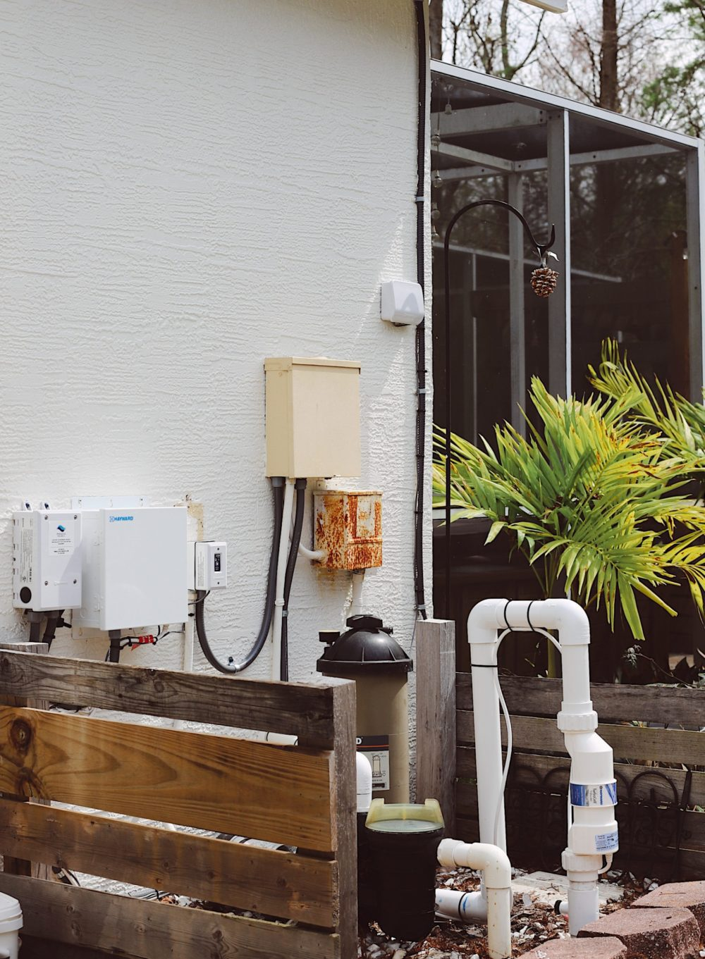 Salt water pool conversion guide featured by top Florida home blog, Fresh Mommy Blog. Hayward AquaRite 900 review | Hayward Aqua Rite Salt Chlorine Generator by popular Florida lifestyle blog, Fresh Mommy Blog: image of a Hayward Aqua Rite Salt Chlorine Generator.
