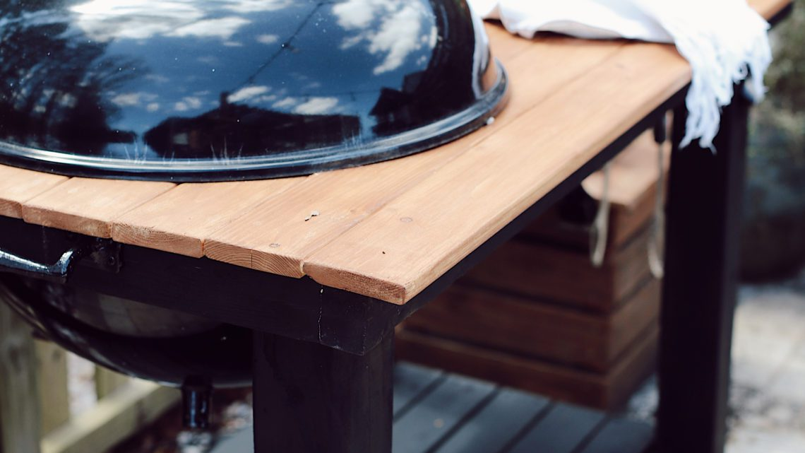 Click through for a grill cart DIY! A DIY grill table is an awesome way to give your outdoor living space an added touch of luxury. And since you are making your DIY BBQ grill you can customize your grill table plans, just the way you want it, so your DIY grill table works best for the way your family lives. Grill table ideas!