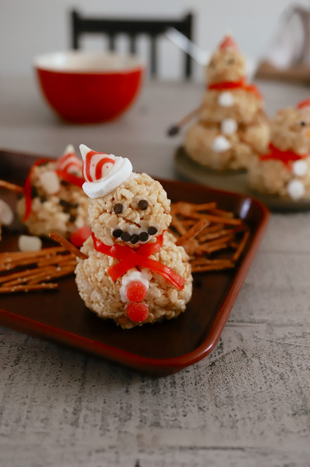 How to Make a Festive Rice Krispies Snowman Christmas Activity from mom and lifestyle blogger Tabitha Blue of Fresh Mommy Blog