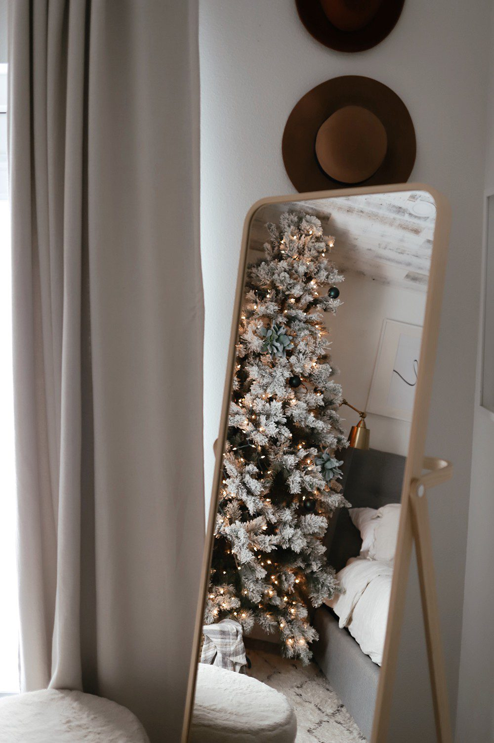 How to have a bedroom Christmas Tree _ Tabitha Blue